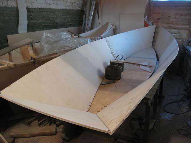 сделать легкую лодку из фанеры своими руками
