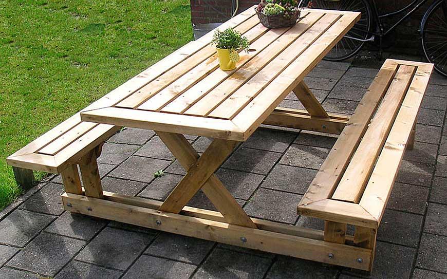 Деревянный дачный стол