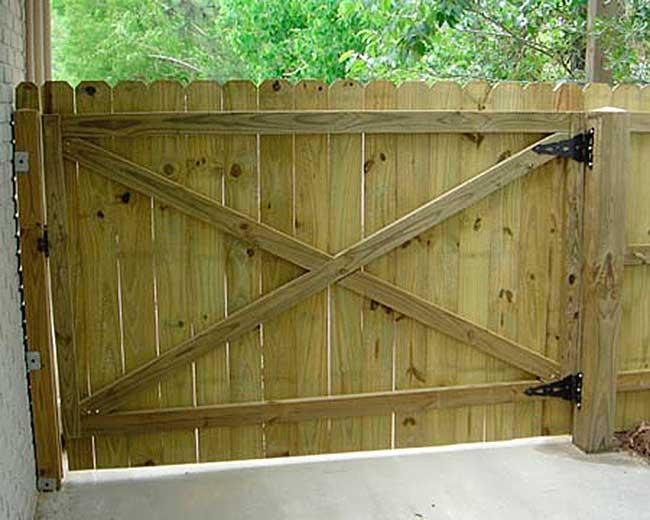 Легкие ворота на даче